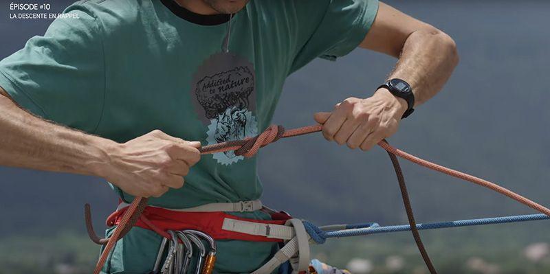 Tuto Escalade Descente en rappel 10-4 Faire un noeud de 8 pour attacher les 2 brins ensemble.jpg