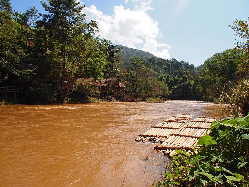 Thailande - Trek dans le parc national de Chiang Do - Pirogues en bambou.JPG