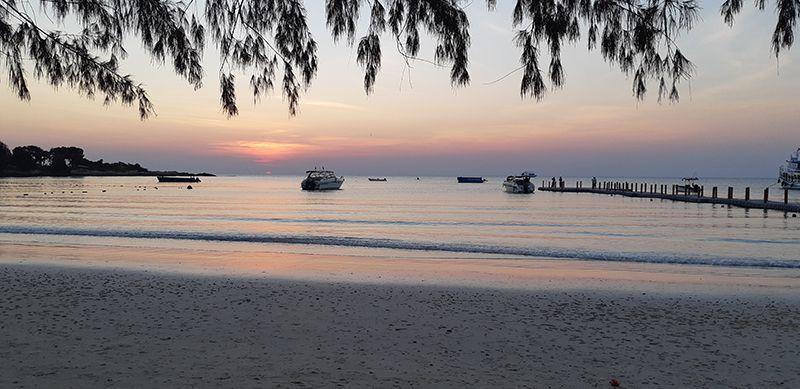 Thailande - Bain de mer et massage thai.jpg