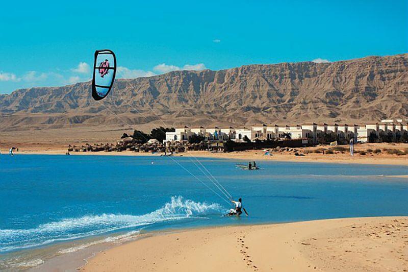 Spot Kitesurf El Gouna Egypte - eaux turquoise de la mer rouge et paysages magnifiques