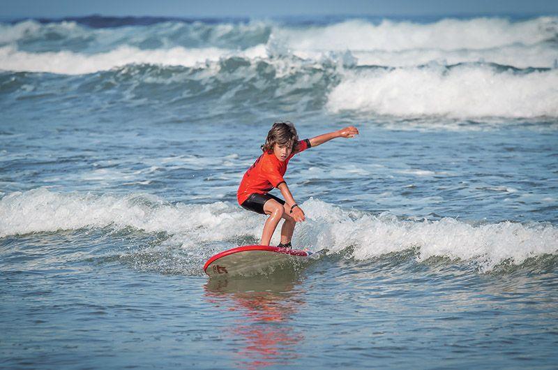 Apprendre valeurs du sport enfant surfcamp
