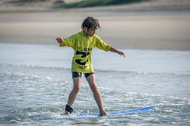 Enfant vacances en surfcamp