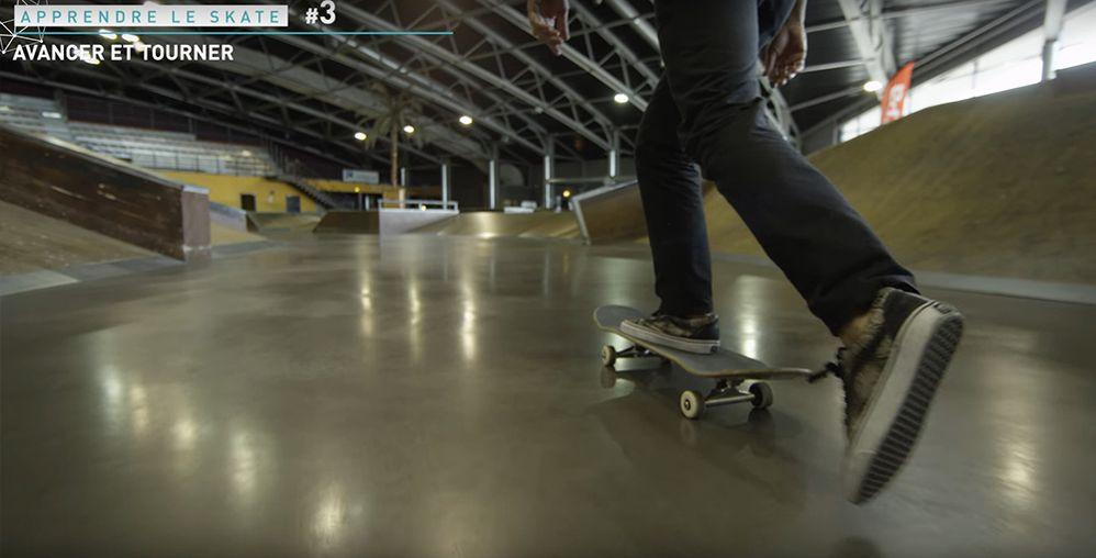 Avancer en poussant vitesse skate