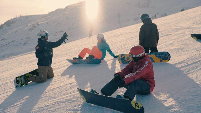Apprendre-le-snowboard-avant-le-ski.jpg