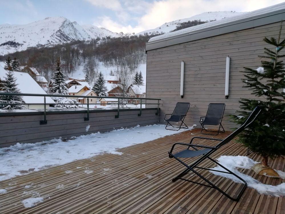 Valloire_terrasse_exterieure_village_sportif_ucpa.jpg