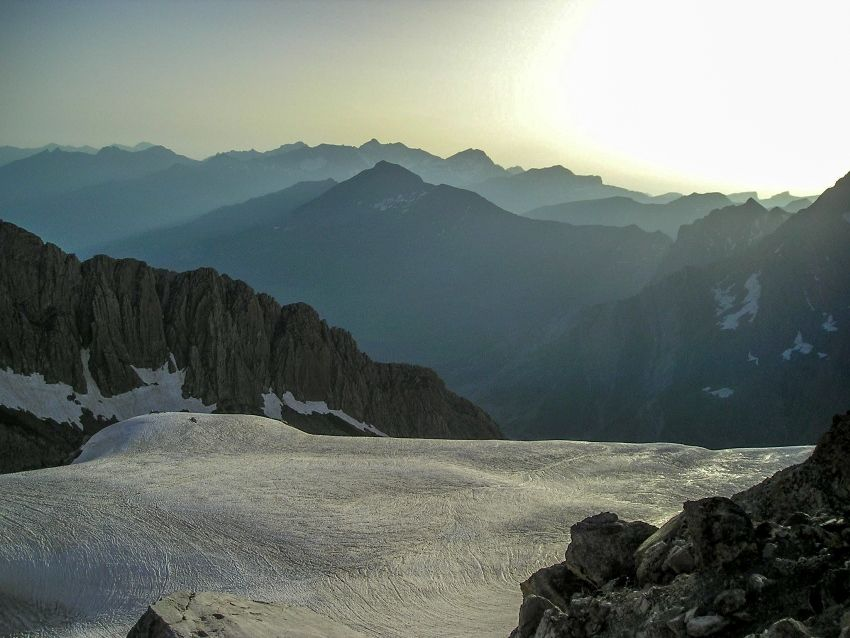 vue-sur-les-glaciers-depuis-le-tour-du-mont-perdu.jpg