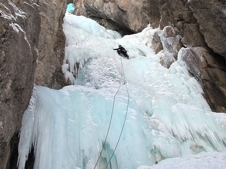 Cascade-chaos-Alpinisme-Ceillac-en-queyras.jpg