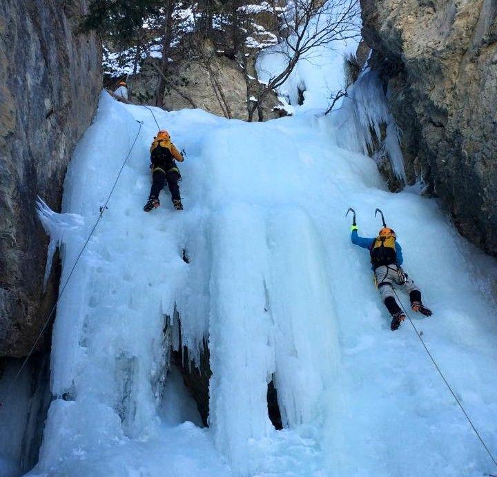 Stage-perfectionnement-cascade-de-glace-Alpinisme.jpg