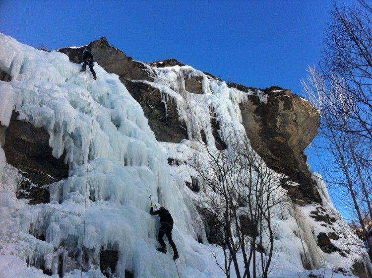 Cascade-des-Aiguilles-alpinisme-Queyras.jpg