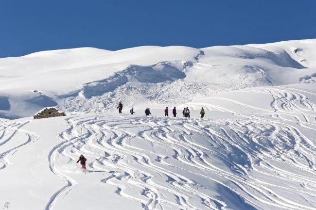 Skier en hors piste printemps.jpg