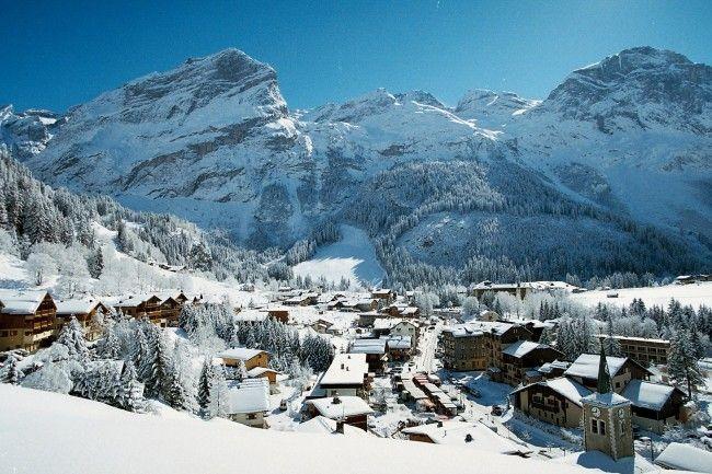Pralognan-la-Vanoise village avec de l'enneigement