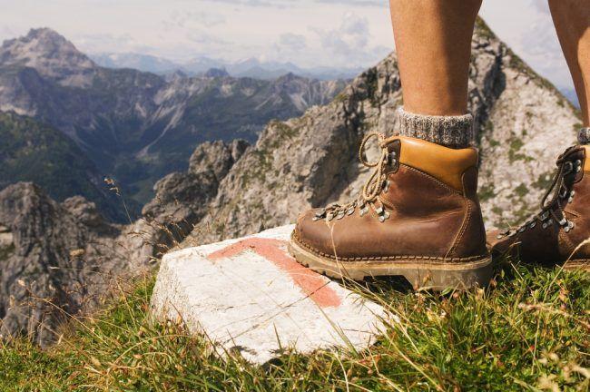 Bien-choisir-ses-chaussures-de-randonnée-650x432 (1).jpg