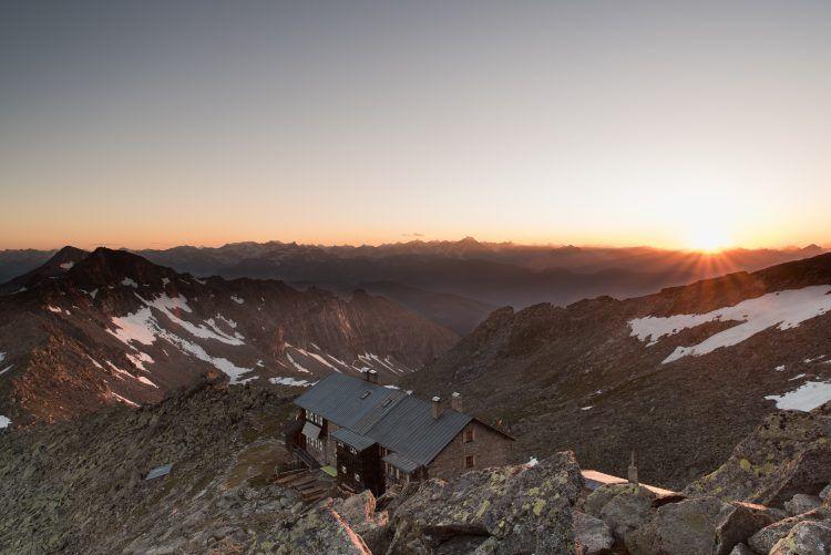 refuge-de-haute-montagne-longue-randonnée-e1471260443377.jpg