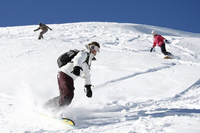 Apprendre le ski après le snowboard ou inversement
