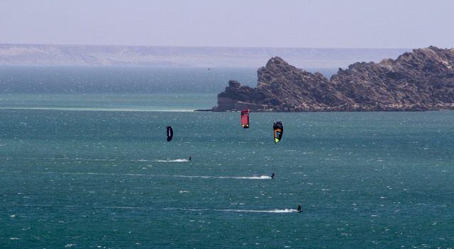Downwind-longue-session-de-kitesurf.jpeg