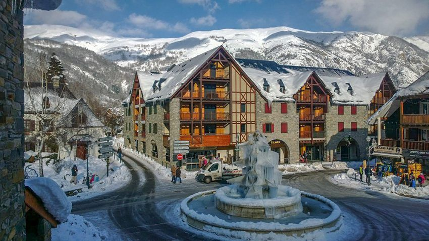 Station-de-ski-pour-le-Nouvel-an-Saint-Lary-Soulan.jpg