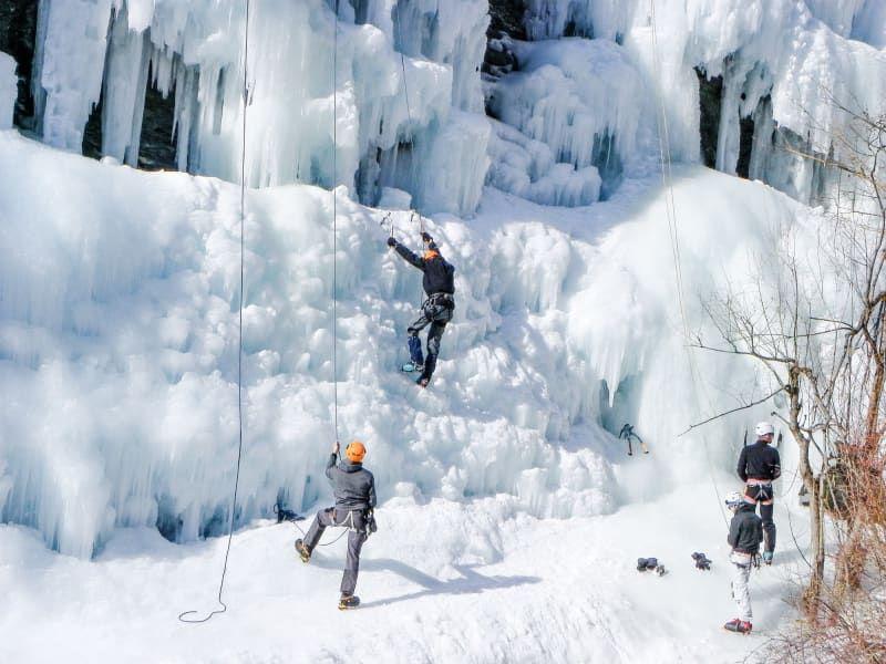 Escalade_cascade_de_glace_sport_apr%C3%A8s_ski