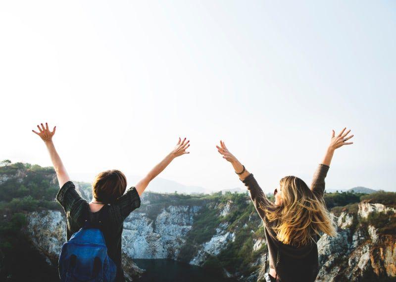 Rencontrer de nouvelles personnes en partant seul